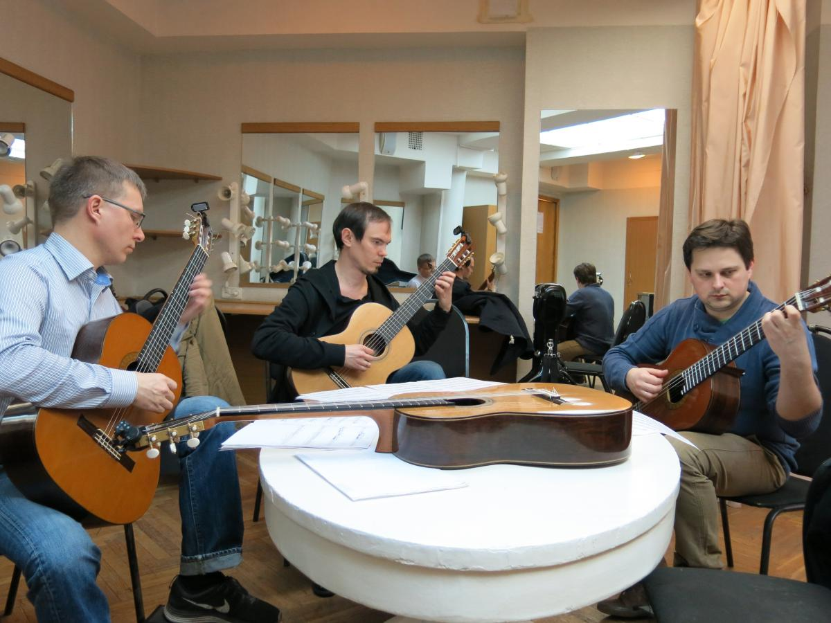 Frauchi Guitar Quartet